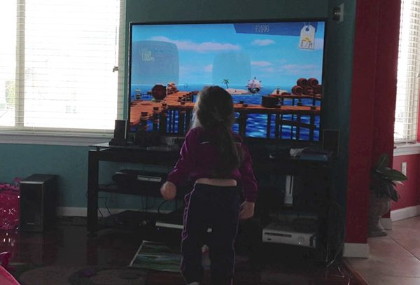Eliana plays along with Runner 2